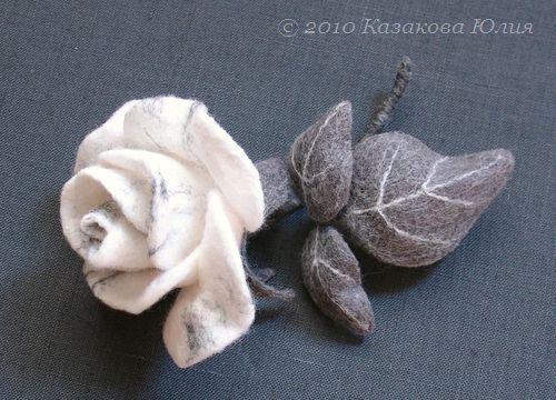 Сухое валяние из непряденой шерсти на каркасе (каркас внутренний).